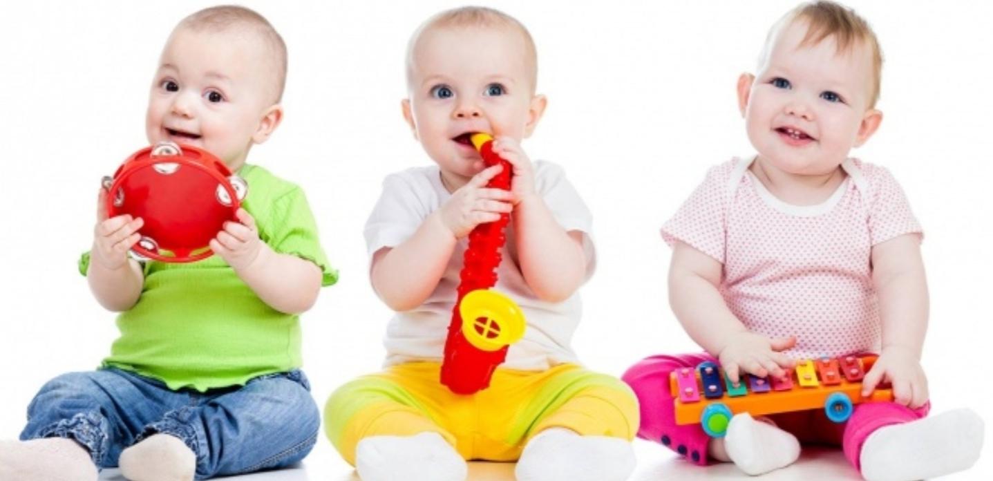 بازی چگونه به کودک ما کمک می کند ؟